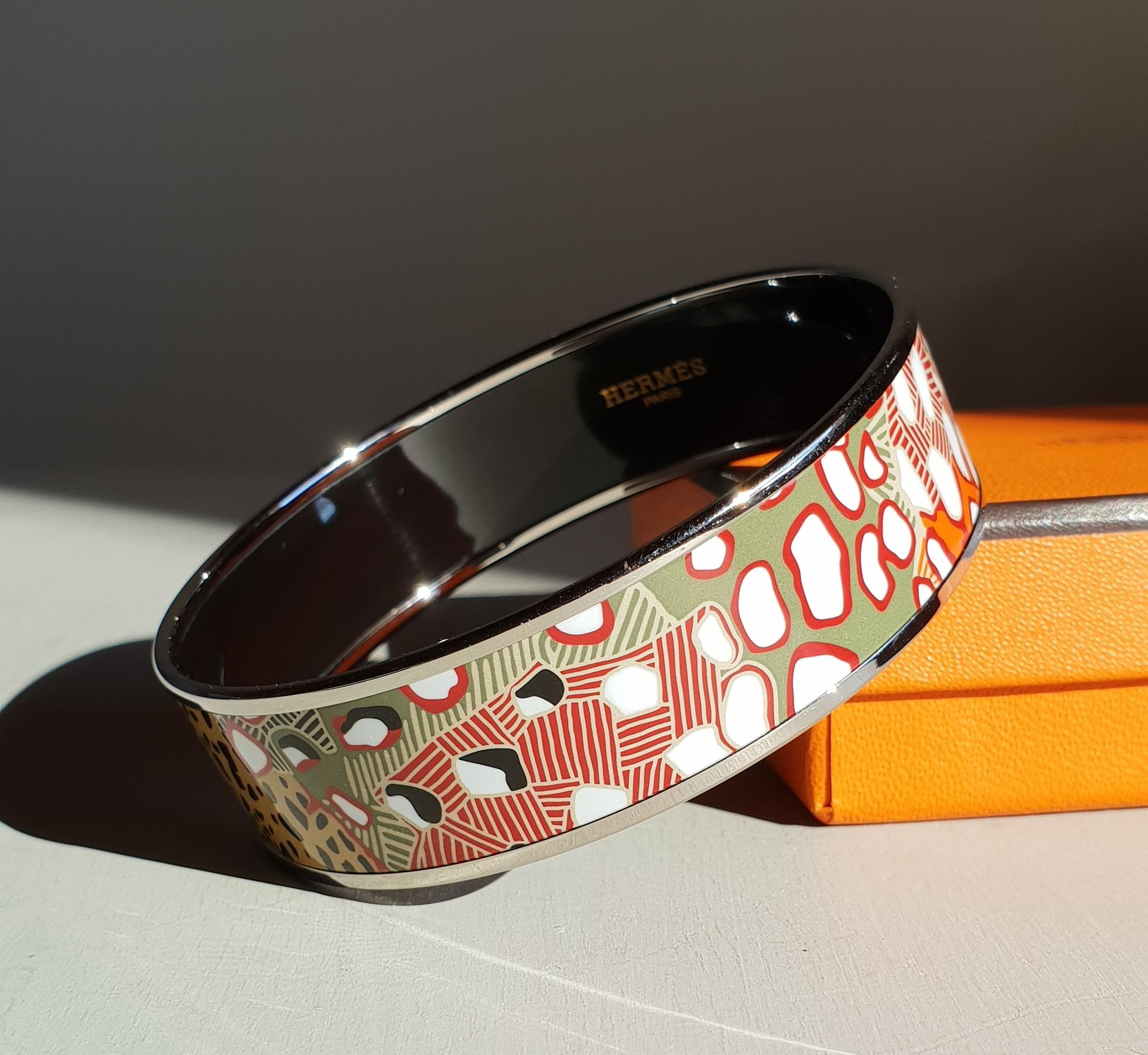 """Bracelet Hermès «Grands Fonds» en émail multicoloreBracelet Hermès """"Grands Fonds"""" en émail multicolore"""