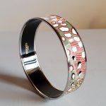Bracelet Hermès en émail multicolore