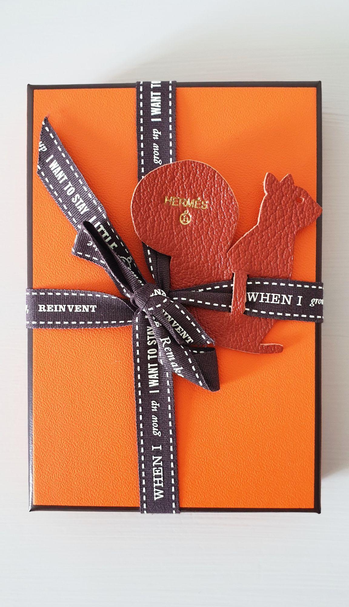 Pince à papier Hermès Petit H bois et cuir jaune